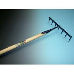 Zaadhark gesmeed met 7 ronde tanden, met steel 160x3,2cm., exc. punt.